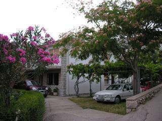 Apartmani Stefanic - Baska vacation rentals