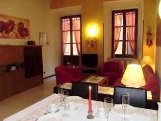 NICE FLAT CLOSE TO MAIN SQUARE,  LAKE, TOWNHALL - Orta San Giulio vacation rentals