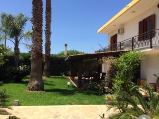 Bright 2 bedroom Lido Signorino Villa with Deck - Lido Signorino vacation rentals