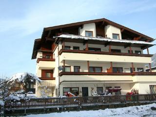 Zentral- 3 Zimmer, 6 Pax ~ RA7580 - Kaltenbach vacation rentals