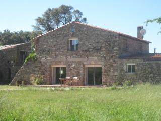 3 bedroom Gite with Internet Access in Maureillas-las-Illas - Maureillas-las-Illas vacation rentals