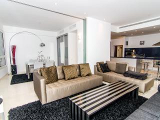 YOO Towers –  Exclusive 2 Bedroom Apartment - Tel Aviv vacation rentals