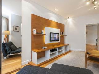 3BR GALATA RECEPTION CLEANING METRO ELEVATOR! - Istanbul vacation rentals