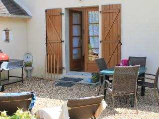 La Cerniére, Le Verger, 2 Bedroom Gite - Noyant vacation rentals