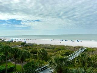Spectacular beachfront condo w/ panoramic views of beach - Marco Island vacation rentals