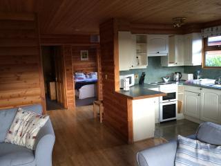 2 bedroom Cabin with Internet Access in Par - Par vacation rentals