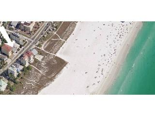 Siesta Key Beachside Getaway Cottage – Walking Distance to Beach and Village - Siesta Key vacation rentals