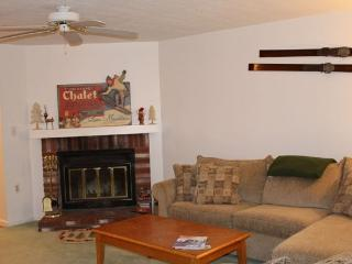 Great location, 3 Bedroom/3 Bath, Sleeps 8-12 - White Mountains vacation rentals