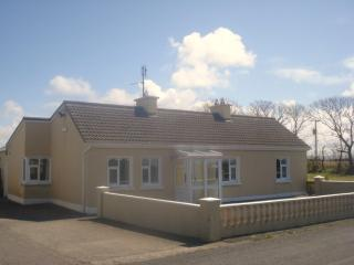 4 Bedroom Spacious Holiday Home with Large Garden - Enniscrone vacation rentals
