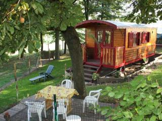 GYPSY CARAVAN ON ROAD NEAR Arras MEMORY 14-18 - Northern France vacation rentals