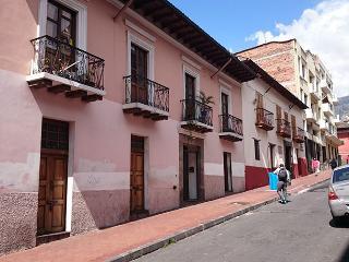 Hotel Departamento apartamento suite hostal Quito - Quito vacation rentals