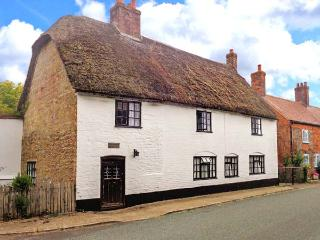 NETHERWAY FARM HOUSE, thatched, character cottage with WiFi, Smart TV, character features, pet-friendly Grade II listed cottage  - Blandford Forum vacation rentals
