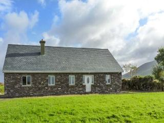 LAKE VIEW COTTAGE, detached, ground floor cottage with an open fire. Views of Lough Currane near Waterville, Ref 919411 - Garnish vacation rentals