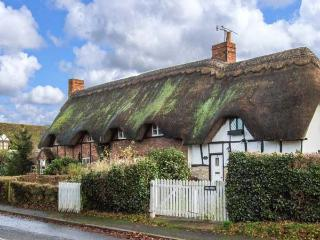 ACORN COTTAGE, mid-terrace, thatched cottage, ideal for a couple, in Bretforton, Ref 919647 - Bretforton vacation rentals