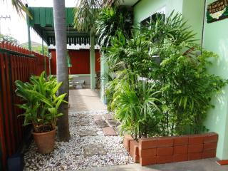 Comfortable 2 bedroom Villa in Kanchanaburi with Internet Access - Kanchanaburi vacation rentals