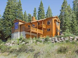 Brookstone - Spacious Tahoe Donner 5 BR  w/ Hot Tub  $100 OFF 2 nts in MARCH! - North Tahoe vacation rentals