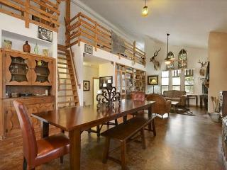 4BR/3BA Lavish Country-side Estate with Lovely Courtyard, Driftwood Sleeps 12 - Austin vacation rentals