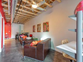 Soothing & Sunny E 6th St Retreat in Hip East Side - Austin vacation rentals