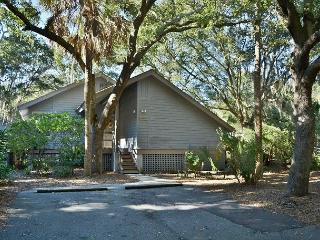 Convenient Cottage with Deck and Satellite Or Cable TV - Kiawah Island vacation rentals