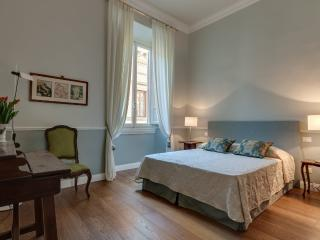via Roma Charme/ Beautiful luxury apartment at Duomo - Florence vacation rentals