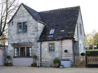 Lovely Cottage with Internet Access and Outdoor Dining Area - Tetbury vacation rentals