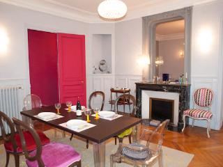 Exquisite apartment by the Canal Saint-Martin - 10th Arrondissement Enclos-St-Laurent vacation rentals