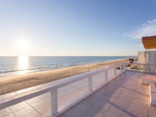 Amazing Beach Apt! Best Location - Faro vacation rentals