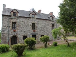 Manior du Mur 2 bedroom Gardeners Apt - Carentoir vacation rentals