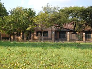 Bright 4 bedroom Phalaborwa Guest house with A/C - Phalaborwa vacation rentals