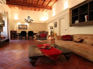 2 bedroom Apartment with Elevator Access in Florence - Florence vacation rentals