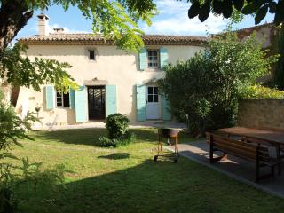 Typical provencal style old farm - Grans vacation rentals