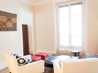 Renovated 2BR for 4 guests - Montmartre P18 - Paris vacation rentals