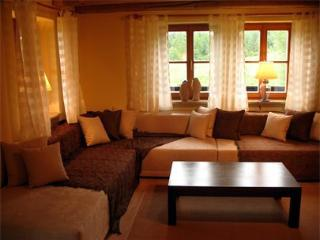 LLAG Luxury Vacation Home in Huglfing - 2368 sqft, stylish, lovely, peaceful - Oberhausen vacation rentals