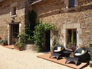 Beautiful 2 bedroom Bazoges-en-Pareds Gite with Deck - Bazoges-en-Pareds vacation rentals