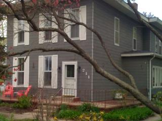 Grey Whale and Minnow - Weekly stays begin on Saturdays - South Haven vacation rentals