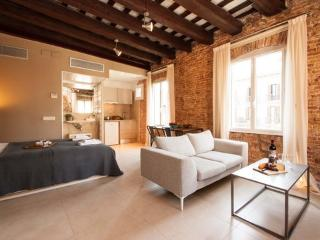 Born Studio 2 ** Cocoon Historical center (BARCELONA) - Barcelona vacation rentals