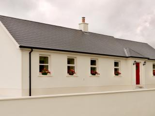 Caitlin's Cottage Co. Armagh - Armagh vacation rentals