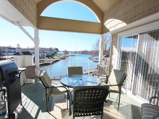 Penthouse Lakefront Condo, Pool, Free Dock! Golf! - Lake Norman vacation rentals
