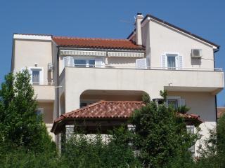 Ferienwohnung Bozo mit Garten und Grill - Malinska vacation rentals