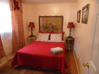 1BD house, steps from the beach (832A) - Staten Island vacation rentals