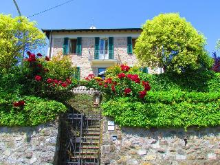 Comfortable 4 bedroom Casola in Lunigiana Villa with Internet Access - Casola in Lunigiana vacation rentals