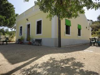 HOLIDAY-CHILL-ON-THE-HILL*GRATIS WIFI EN SPEELTUIN - Silves vacation rentals