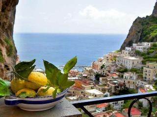 COTTAGE IL TULIPANO - Atrani vacation rentals