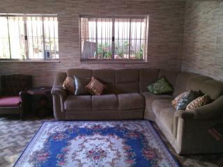 Bright 4 bedroom Guest house in Itanhaem - Itanhaem vacation rentals