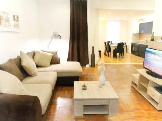 Bright 4 bedroom Gite in Lens with Internet Access - Lens vacation rentals