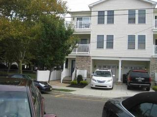 2br - Park and walk all week with pool (Wildwood) - Wildwood vacation rentals