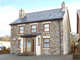PEN-YR-ERW, detached holiday home, woodburner, WiFi, enclosed patio, external games room, near Kidwelly, Ref 917130 - Kidwelly vacation rentals