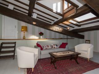 La Mansarda di Francesca (Inside City Wall) - Lucca vacation rentals