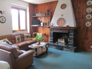 Perfect 3 bedroom Teglio Cottage with Deck - Teglio vacation rentals