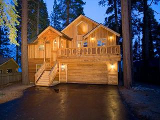 Carnelian Bay LAKE FRONT w/ Spacious Master BR, Open Floor Plan AND Buoy! - Carnelian Bay vacation rentals